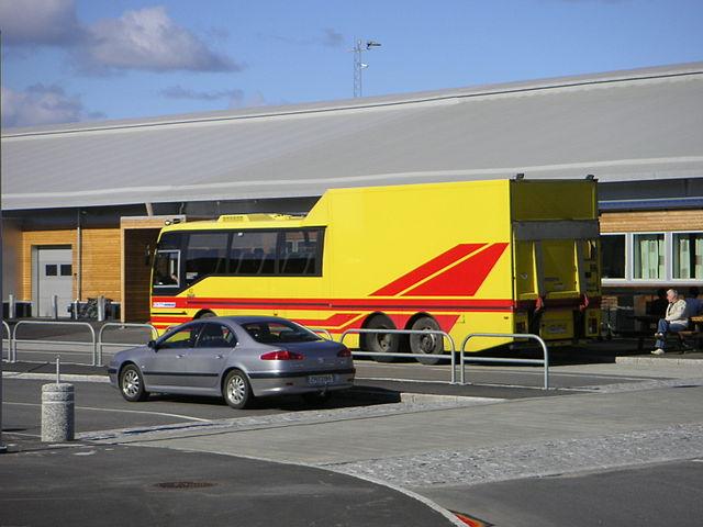 """(C) """"Fracht-Bus"""" von Christoph Silvanus - Eigenes Werk. Lizenziert unter Gemeinfrei über Wikimedia Commons - https://commons.wikimedia.org/wiki/File:Fracht-Bus.JPG#/media/File:Fracht-Bus.JPG"""